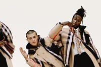 Burberry models sang in the rain in new campaign 1