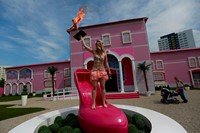 FEMEN at Barbie Dream House 3