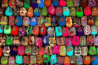 Liu Bolin - Hiding in Colombia - Mochilas 3
