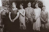 rare-frida-kahlo-photographs-7 5