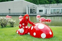 Yayoi Kusama with Guidepost to the New Space, 2004
