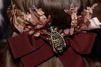 Gucci AW15 Dazed backstage Womenswear hair accessory bow 24