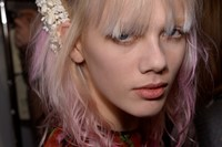 Gucci AW15 Dazed backstage Womenswear flower hair detail 28