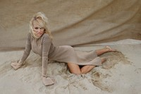 Pamela Anderson – Autumn/Winter 2016 2