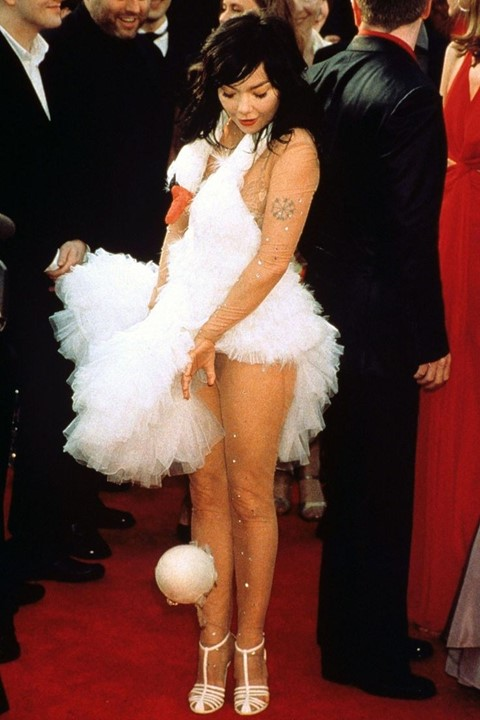 Red carpet rebel girls Bjork Swan dress Oscars 2001