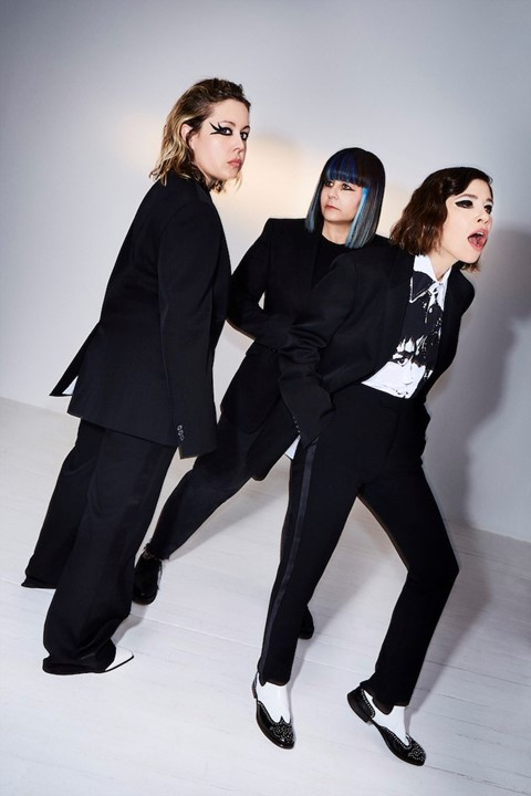 Sleater-Kinney and St Vincent release single Hurry on Home