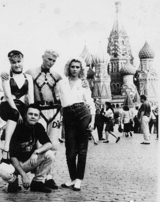 1993-01 Depeche fans in Red Square
