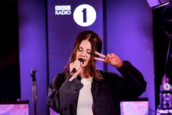 You Need To Hear Lana Del Rey S Cover Of Ariana Grande Right Now Dazed