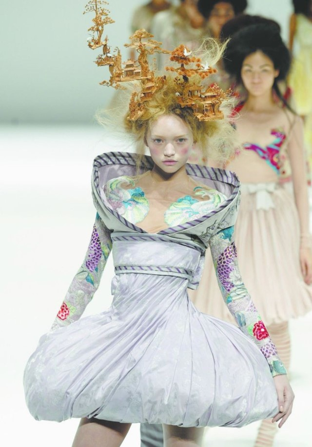 "Alexander McQueen, SS05, ""It's Only A Game"" Gemma Ward"