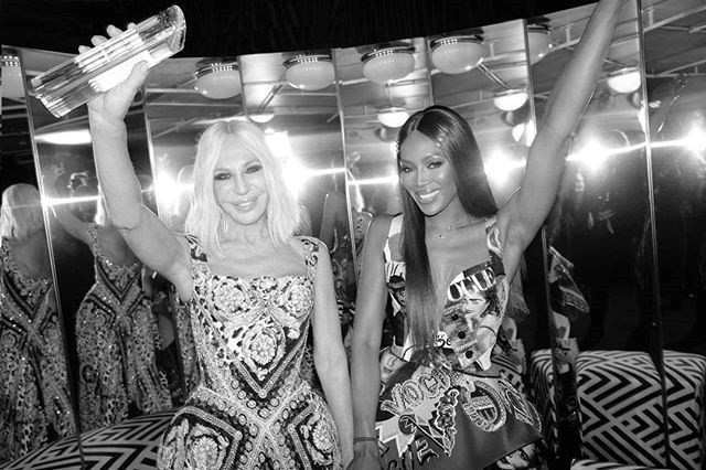 donatella versace naomi campbell fashion awards