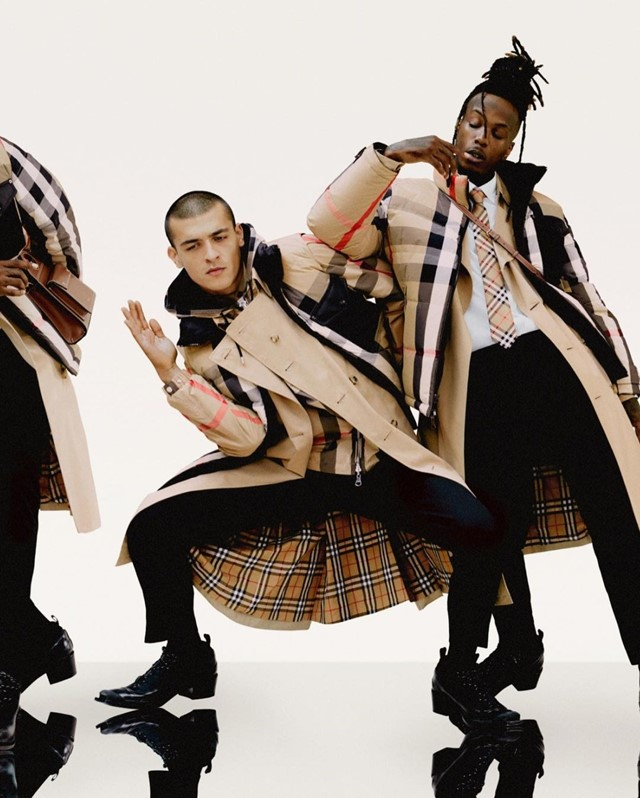 Burberry models sang in the rain in new campaign
