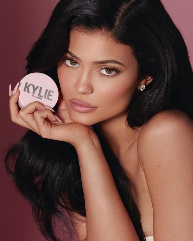 Kylie Jenner shockingly unfollows everyone on Instagram, leaving only 28 people