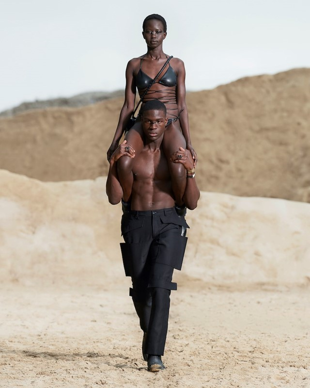Burberry menswear SS22 collection by Riccardo Tisci