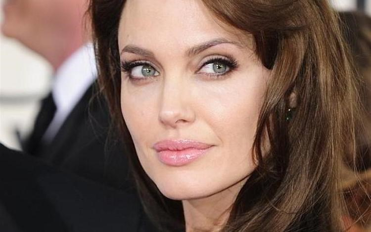 1446527216angelina-jolie-closeup