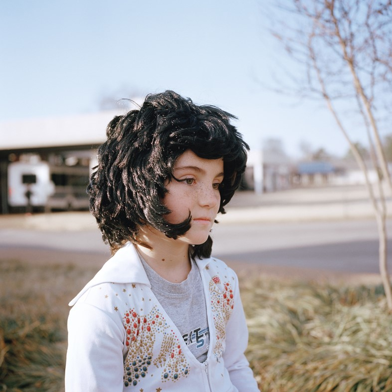 little girl, elvis presley boulevard, memphis, 2014