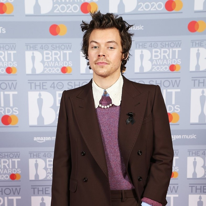 harry styles gucci the brits 2020 red carpet