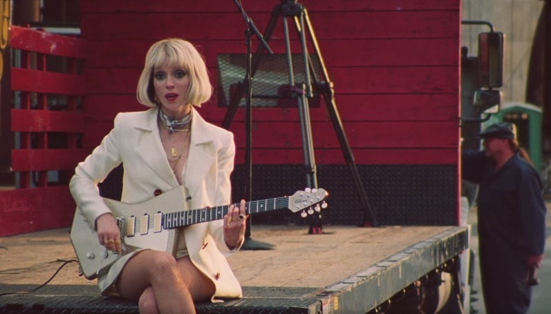 St. Vincent, 'Daddy's Home' video
