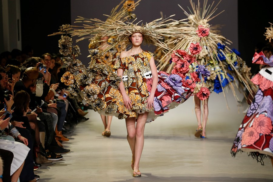 Viktor & Rolf Haute Couture SS15 Frills Off Shoulder Straw