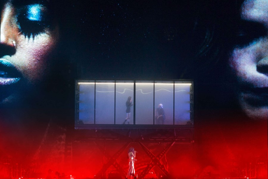 Lorde's Coachella performance, in front of a glass box set