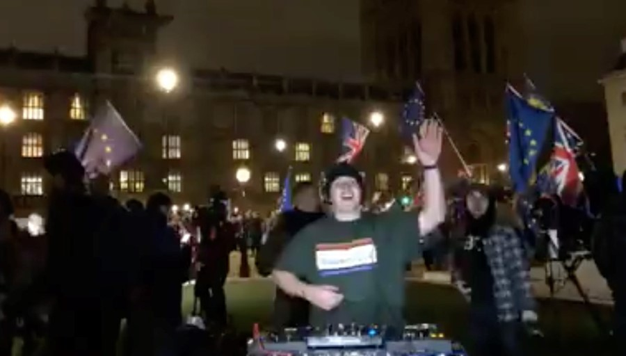 DJ SUAT's livestream from outside Parliament