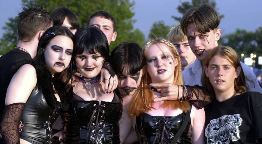 1990s mallgoths Instagram hot topic