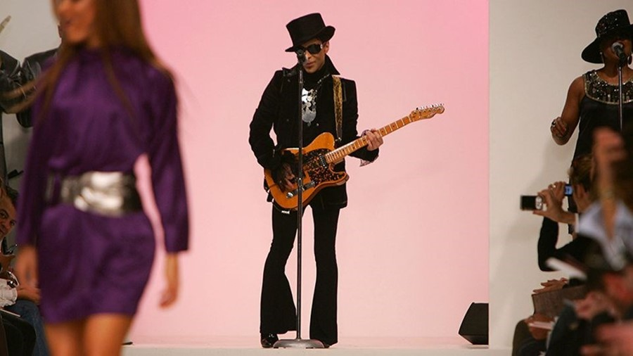 Prince performs at Matthew Williamson's SS08 show